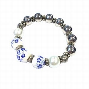 Armband wit blauw met bloemen