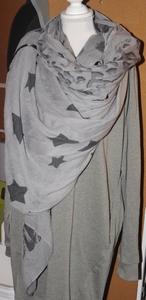 Grijs met zwarte figuren vierkante sjaal