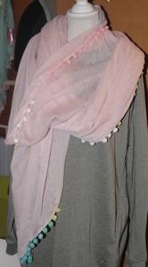 Roze met gekleurde puntjes
